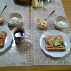 朝食/テーブル/我が家のテーブル 朝食  チーズトースト (ライ麦パン、ベ…