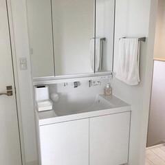 シンプル/ホワイトインテリア/洗面台/ニトリ/無印良品/おしゃれ/... シンプル!2階の洗面台です。 ゴミ箱はニ…(1枚目)