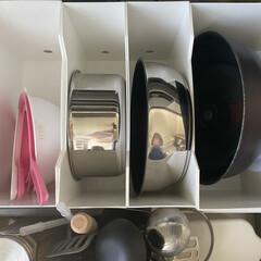 ニトリ購入品/ニトリ収納/ニトリ/フライパン収納/収納/キッチン引き出し/... ニトリのファイルボックスに入れています。…