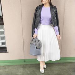 ユニクロコーデ/ママコーデ/プチプラコーデ/今日のコーデ/オフィスコーデ/ファッション 春らしいパープルのニットに、ホワイトのシ…