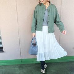 ママコーデ/プチプラコーデ/今日のコーデ/ユニクロコーデ/ファッション ホワイトのシフォンプリーツスカートを、ミ…