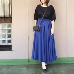 プチプラコーデ/今日のコーデ/ママコーデ/ファッション/ユニジョ 鮮やかなコバルトブルーのマキシスカートが…