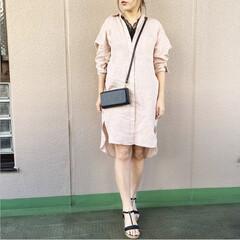 通勤コーデ/今日のコーデ/ファッション/プチプラコーデ/ママコーデ リネンシャツチュニックを、前ボタンを留…