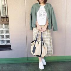 ファッション/ママコーデ/今日のコーデ/プチプラコーデ/guコーデ GUのチェックスカートに、ロゴTを合わせ…(1枚目)