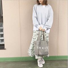 ユニクロコーデ/プチプラコーデ/今日のコーデ/ママコーデ/ファッション マーメイドラインの柄スカートを、 レイヤ…