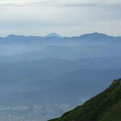 富士山/木曽駒ヶ岳/梅雨の晴れ間 木曽駒ヶ岳 南アルプスの稜線の後ろには富…