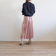 プリーツスカートコーデ/プリーツスカート/ザラジョ/ザラ/ZARA/ファッション/... ツルツルの春色スカートが可愛い✨ プリー…