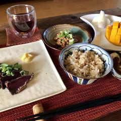 キーツマンゴー/玄米ご飯/手作り大葉ごま味噌/カツオのタタキ/お家ご飯/わたしのごはん 戴き物のキーツマンゴーをデザートにかつを…