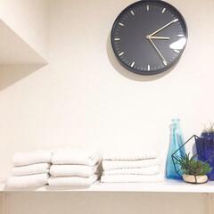飾り棚/飾り棚DIY/あけおめ/フォロー大歓迎/冬/おうち/... 【材料費200円で作った飾り棚です。】 …