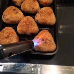 焼きおにぎり 炊き込みご飯を作ったけど、いつも冷やご飯…(2枚目)