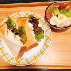 ごはん 久々に朝食にポケットサンドを作り、 お昼…