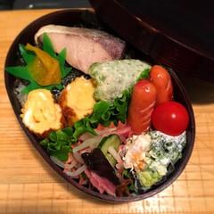 海苔弁/三角チョコパイ 海苔弁ぅ〜  新しく出たイチゴの三角チョ…