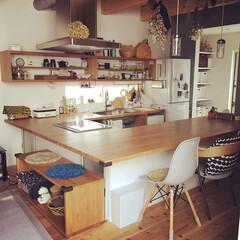 キッチンカウンター/BRUNO/ジャーナルスタンダード/ドライフラワーのある暮らし/ドライフラワー/かご/... キッチンとダイニングテーブル一体型で、調…