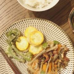 リミアな暮らし/晩ご飯/春野菜/おうちごはん/暮らし たらの芽にズッキーニ 春野菜を天ぷらに。…