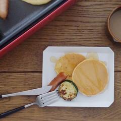 東急ハンズ ブルーノ コンパクトホットプレート レッド | BRUNO(たこ焼き器)を使ったクチコミ「今日もホットプレートで朝ごはん パンケー…」(2枚目)