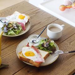 朝ごはん/リミアな暮らし/トーストアレンジ/うつわ日和/おうちごはんクラブ ベーコンエッグ乗っけトーストでおはようご…