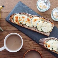 スレート 細長角トレー 40cm 2枚セット(皿)を使ったクチコミ「一升パンをカットしてタルティーヌ 今朝は…」