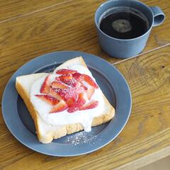 いちご/トーストアレンジ/朝ごはんレシピ/おうちごはんクラブ/リミアな暮らし/キッチン雑貨/... 苺トーストでおはようございます。 トース…