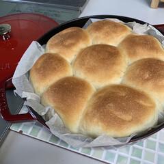 ちぎりパン/初ストウブ鍋パン ストウブ鍋でちぎりパン💕 今日はお休みな…
