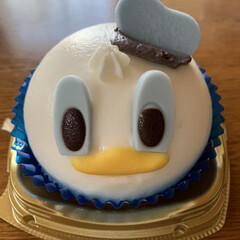セブンイレブンの新商品/カップケーキ(ストロベリー)/バニラ&チョコ(ドナルドダック) セブンイレブンの新商品💕 頂き物🤗可愛い…(1枚目)