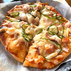 手作りピザ/おうちごはん 手作りピザ💕朝から生地を仕込んでお昼に焼…