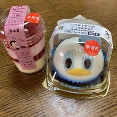 セブンイレブンの新商品/カップケーキ(ストロベリー)/バニラ&チョコ(ドナルドダック) セブンイレブンの新商品💕 頂き物🤗可愛い…(2枚目)