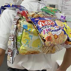 手作りピザ/転職の餞別/お菓子リュック お菓子リュック💕 職場に来てくれる業者の…