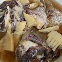 夕飯のおかず/鯛のアラとたけのこの煮付け 鯛のアラとたけのこの煮付け💕 お鍋から失…(1枚目)