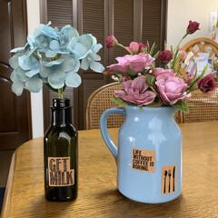 フラワーアレンジ/オリーブオイル空き瓶/ダイソー/セリア/100均 フラワーアレンジ💕 空き瓶と出て来た花瓶…