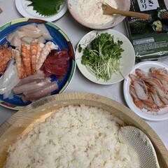 手巻き寿司/春リース 手巻き寿司💕 今日の夕飯は手巻き寿司にし…