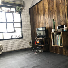 フローリング材/BRYWAX ジャコビアン/壁グレー/天井黒/和室から洋室/レンガシート/...