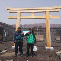 登山/わたしのお気に入り/富士山 人生初めての富士山登山で道中雨に見回れて…