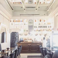 インテリアデザイナー/インテリアデザイン/インテリアデコレーション/カフェインテリア/カフェ/レストラン/... 最近お気にいりの近所のカフェバー。ブルー…