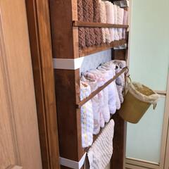 バスマット掛け/タオル収納棚/暮らし/DIY/100均/D IY収納 脱衣室の床が、濡れたままにならないように…(2枚目)