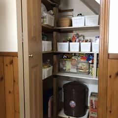 パントリー収納/収納/キッチン収納/暮らし/DIY/100均/... パントリーに棚を増やしてみました。 正面…