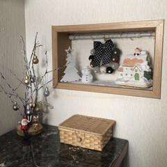 クリスマス飾り/百均/住まい/暮らし/雑貨 今年の玄関飾り棚 モノトーン調にしてみま…
