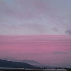 飛行機曇/夕焼け/空/散歩/令和元年フォト投稿キャンペーン/令和の一枚/... 今日の夕焼け🌄  飛行機雲が龍みたい😁(2枚目)