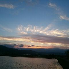 飛行機曇/夕焼け/空/散歩/令和元年フォト投稿キャンペーン/令和の一枚/... 今日の夕焼け🌄  飛行機雲が龍みたい😁