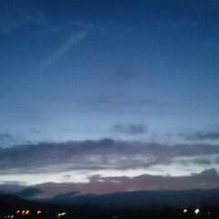 飛行機曇/夕焼け/空/散歩/令和元年フォト投稿キャンペーン/令和の一枚/... 今日の夕焼け🌄  飛行機雲が龍みたい😁(6枚目)