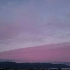 飛行機曇/夕焼け/空/散歩/令和元年フォト投稿キャンペーン/令和の一枚/... 今日の夕焼け🌄  飛行機雲が龍みたい😁(3枚目)