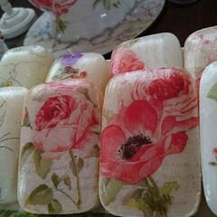 石鹸/デコパージュ/薔薇/長持ち/簡単/ハンドメイド 石鹸にデコパージュ♪ 誰でも簡単にできて…