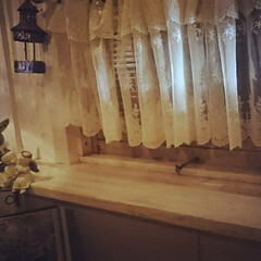 DIY/セリア/棚/棚受け/インテリア 簡単DIY♪ 小屋の窓に幅の狭い棚を取り…