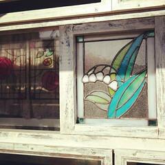 ステンドグラス/庭/薔薇を絡ませたいな💓/窓枠/手作り/DIY/... セリアのフレームでキッチン前に窓枠作りま…