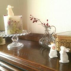 ハンドメイド/雑貨/ウサギ/キャンドル/モルタル/うさぎ/... 右側のモルタルで作ったウサギと、左は手作…