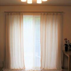 リネン/カーテン/麻/ナチュラルシック リビングのリネンのカーテン。ちょっと照明…