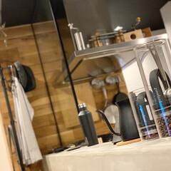 キッチン/モルタルキッチン/コーヒーグッズ/壁掛け収納 出しっ放しでもOKなコーヒー系のグッズと…
