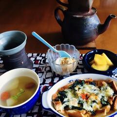 ブルマンコーヒー/パイナップル/カブ・人参スープ/きな粉ヨーグルト/我が家の朝ゴパン/梅雨/... 🍞我が家の朝ゴパン🍽 キッシュ。 カブ・…