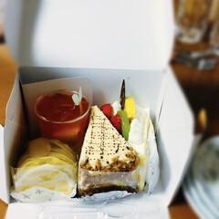 ショートケーキ/オリンピック/焼き鳥/サッカー応援/我が家の夕食 🍚我が家の夕食🥢 息子と彼女が買ってきた…(3枚目)
