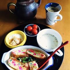 我が家の朝ゴパン/津軽金山焼き/キリマンジャロコーヒー/コーンスープ/きな粉ヨーグルト/キッシュ/... 🍞我が家の朝ゴパン☕️ 🌈カラフルパンの…