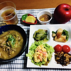 竹輪/ショートパスタ(ルマコーニ)サラダ/青梗菜/クルミの佃煮/マグロのあら煮/我が家の夕食/... 🍚我が家の夕食🥢 マグロのあら煮。 クル…